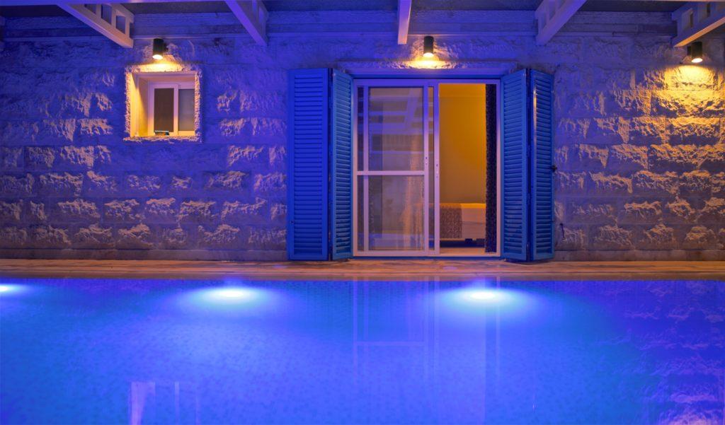 Chambre sur la piscine